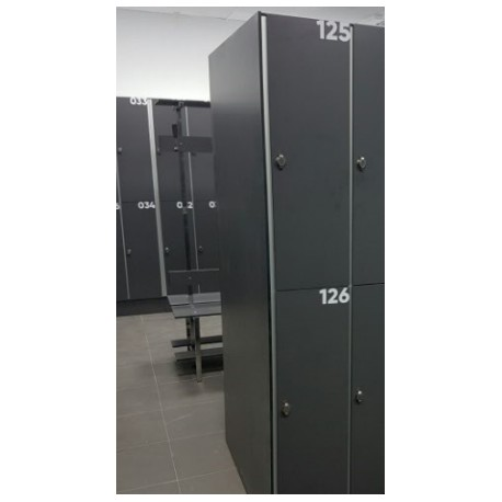 Side exterior locker of the same color of the doors.